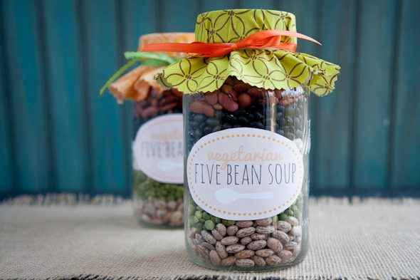 DIY Mason Jar Gift Ideas. 23 Gifts in a jar ideas that everyone will love.